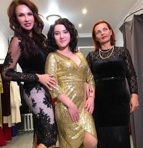 Эвелина Бледанс с племянницей и сестрой