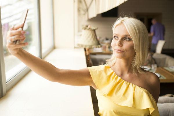 Певица объяснила, на что следует обратить внимание, когда фотографируешь себя сам
