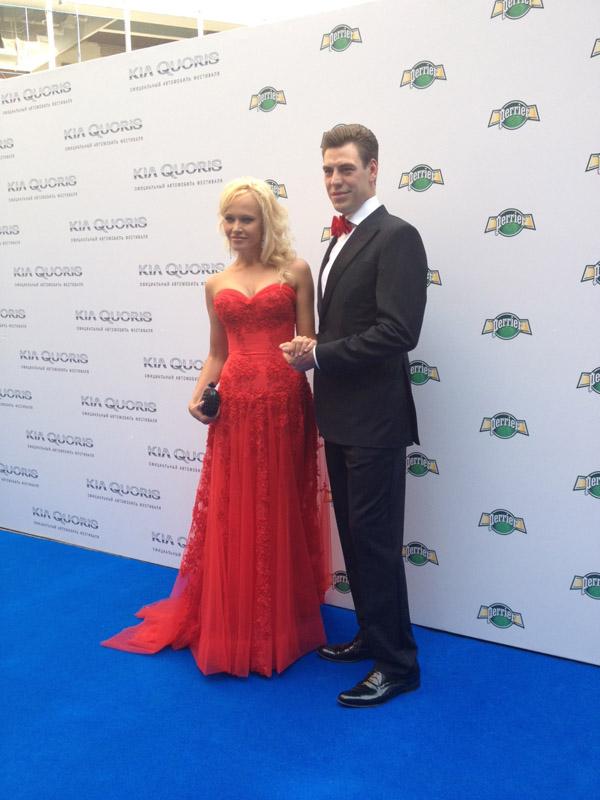 Дмитрий и Татьяна Дюжевы, как всегда,  подобрали наряды в одном стиле и цвете
