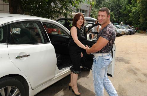 В клинику Розу сопровождал бизнесмен Игорь – ее новый ухажер