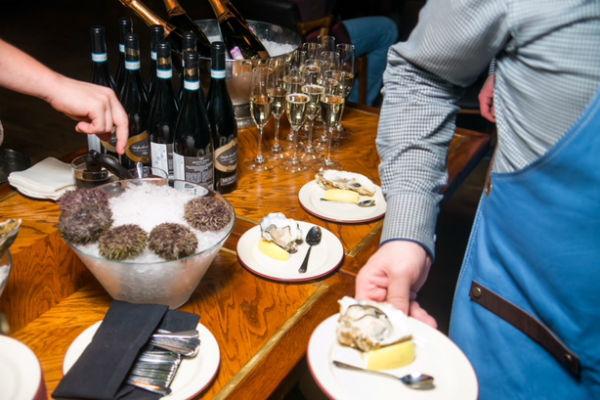 Шампанское и устрицы - лучшее сочетание на любой праздник