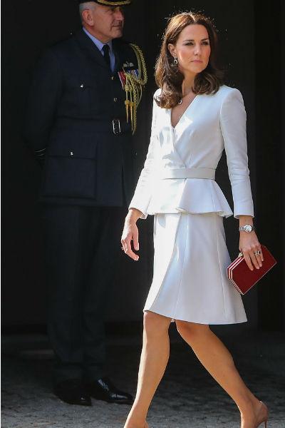 Даже после рождения троих детей Кейт смогла сохранить идеальную фигуру