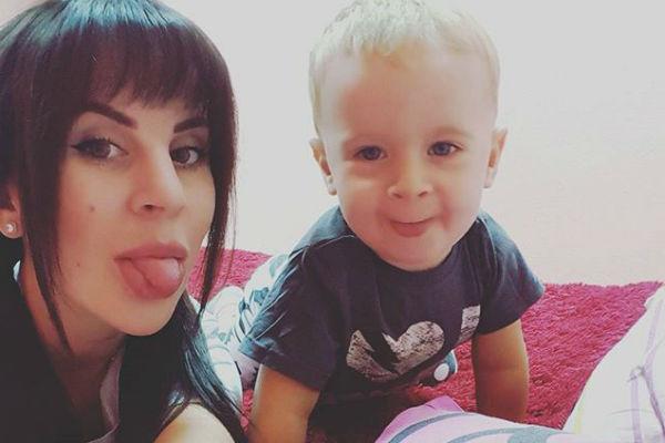 Маленький Миша сейчас живет с мамой