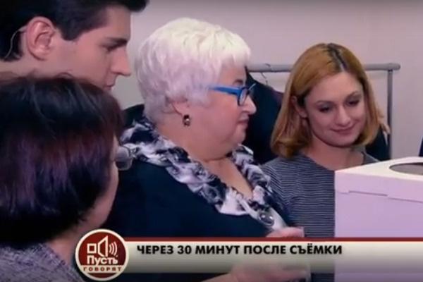 Мама Тимура Еремеева (крайняя слева) извинилась перед Кариной