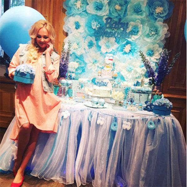 Праздник был оформлен в бирюзовых и голубых тонах, в знак того, что Дарья ждет мальчика