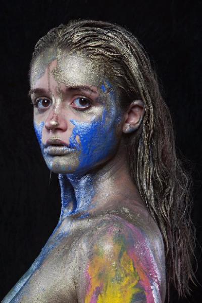 17-летняя Александра разделась для оригинальной съемки
