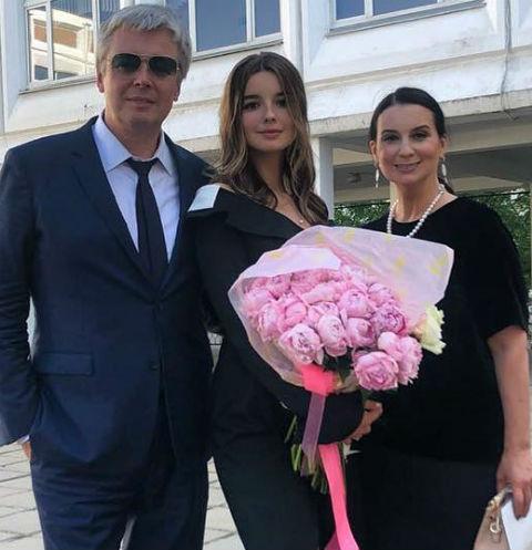 Александр и Екатерина Стриженовы с младшей дочерью