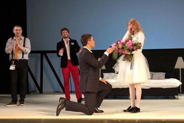 Публика была поражена столь красивым жестом избранника актрисы