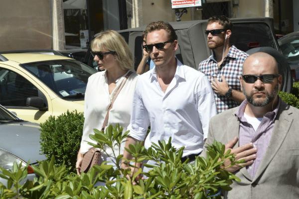 Тейлор Свифт и Том Хиддлстон попали в объективы итальянских папарацци