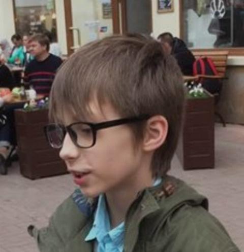 Оскар читал поэмы в центре Москвы