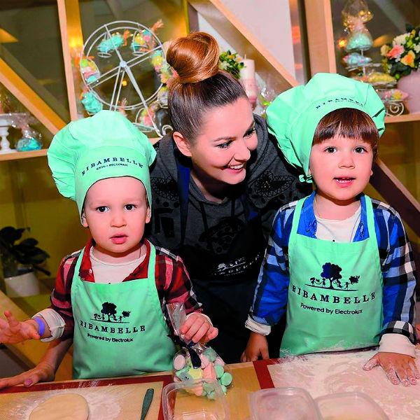Актриса воспитывает двухлетнего Максима и трехлетнего Ивана
