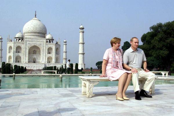4 октября 2000 года. Владимир и Людмила на фоне Тадж-Махала в Индии