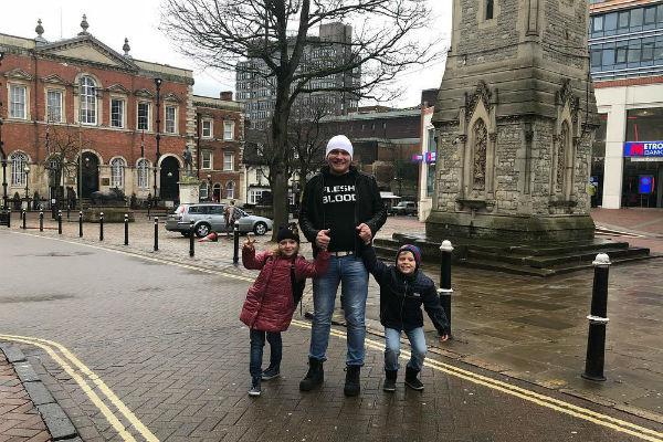 Сафронов с сыном Вовой и дочерью Алиной во время поездки в Лондон