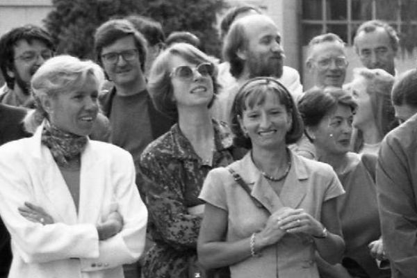Брижит ( на фото крайняя слева) и Эммануэль познакомились в 1993 году