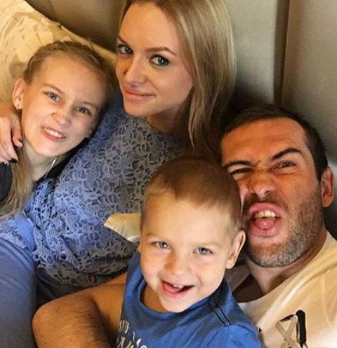 Александр Кержаков с семьей
