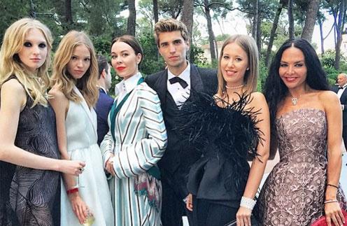 Ксения Собчак с друзьями на Лазурном берегу