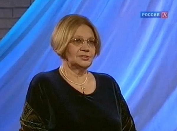 Лариса Васильева начала писать стихи с раннего детства