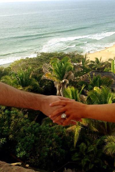 Кристина Агилера показала помолвочное кольцо