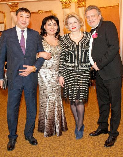 Клара Кузденбаева с подругой Натальей Коржовой