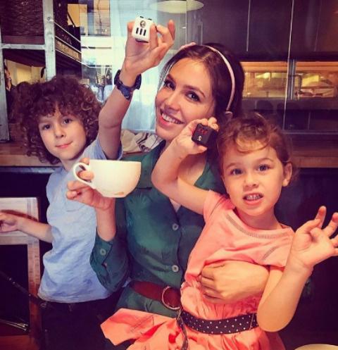 Даша Жукова с детьми