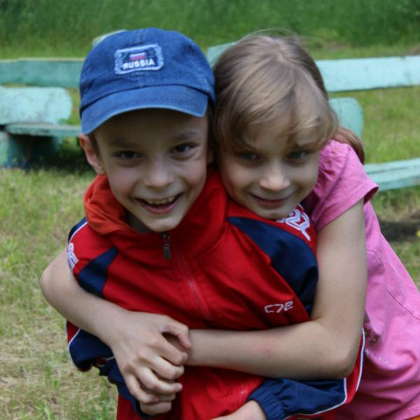 Брат и сестра Ярослав и Алиса стали частью семьи несколько месяцев назад