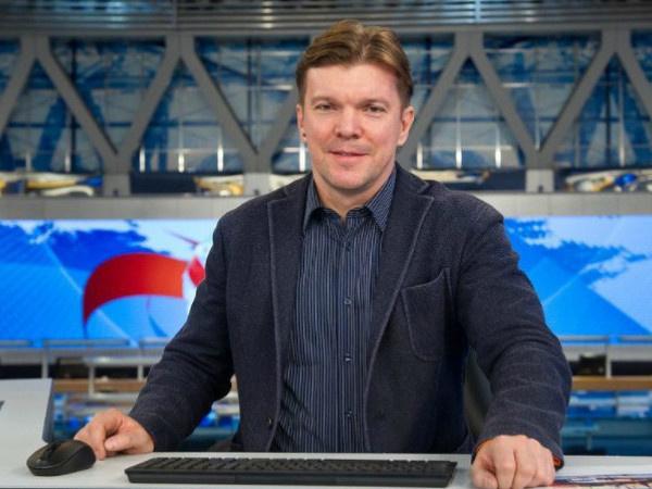 Кирилл Клейменов был ведущим передачи с 1998 по 2004 гг. В 2018-м он снова вернулся в эфир