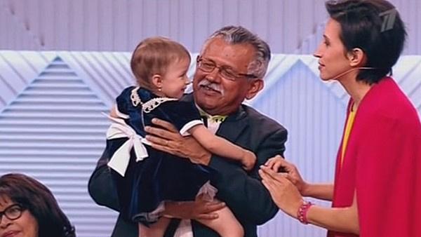 Отец звезды КВН впервые встретился с ее младшей дочерью Умой