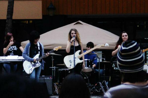 Лиза во время выступления