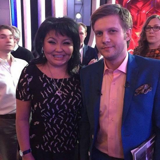 Клара Кузденбаева и Борис Корчевников на съемках программы «Прямой эфир»