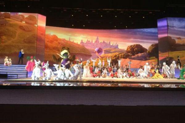 Ребята показали масштабное красочное шоу