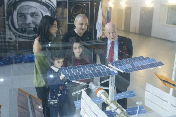 Алексей Леонов показал семье музыканта самое умное изобретение человечества – космическую станцию