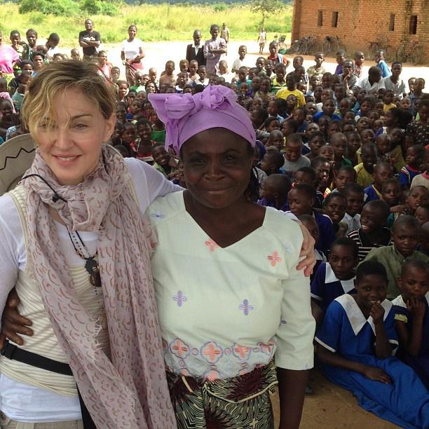 Мадонна с местной жительницей