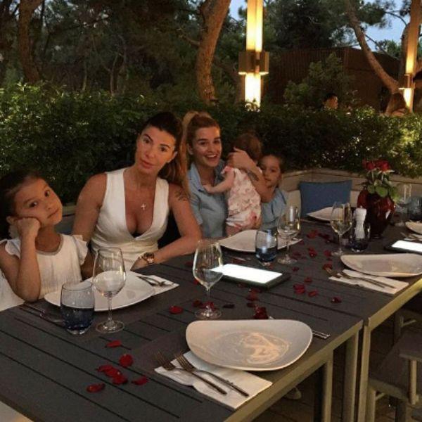 Ксения Бородина ужинает в рыбном ресторане