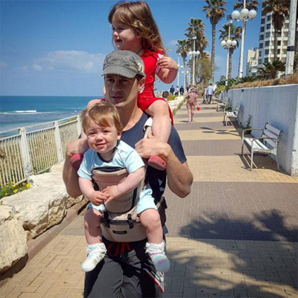 Счастливый папа Антон Макарский с сыном Ваней и дочкой Машей