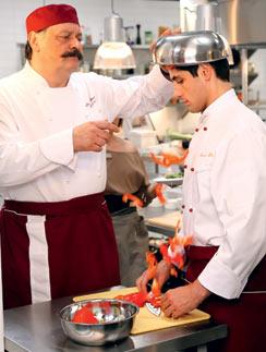 Популярным молодого актера в прошлом году сделал сериал «Кухня»