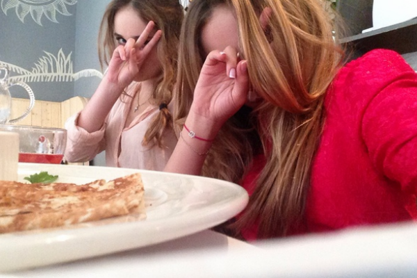 Стеша Маликова и Полина Матвиенко прекрасно отдохнули на выпускном