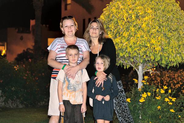 Екатерина с мамой и детьми на отдыхе в Египте, 2013 год