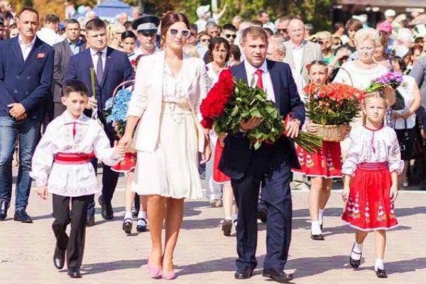 Певица и ее муж посетили торжественный парад