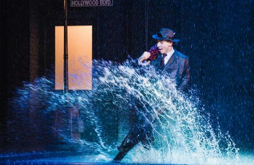 Выиграй билеты на мюзикл «Поющие под дождем»