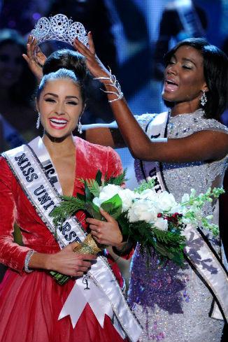 «Мисс Вселенной» вручаются две короны - бриллиантовая и жемчужная