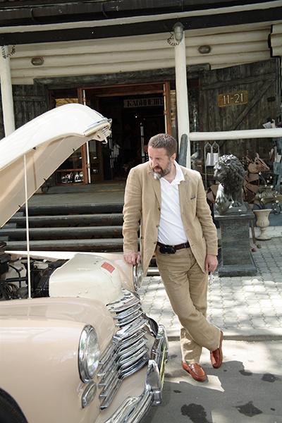 Узнать авто Ярмольника можно по номеру «ЛЯ 1954»