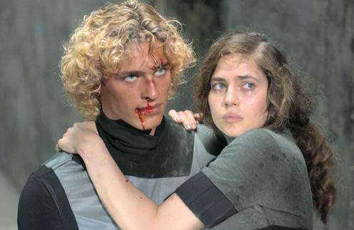 После выхода на экраны «Обитаемого острова» в 2008 году молодой актер проснулся знаменитым. Партнершей Василия по фильму была Юлия Снигирь
