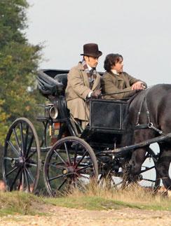 Режиссер картины «Шерлок Холмс: Игра теней» Гай Ричи создал атмосферу Англии конца XIX века до мелочей и гармонично «вписал» в нее джентльменов-авантюристов Холмса (Дауни-младший) и Ватсона (Джуд Лоу)