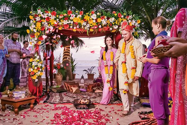 15 гостей были одеты в традиционные наряды