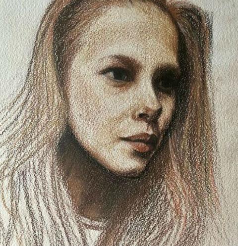 Юлия показала все этапы создания портрета