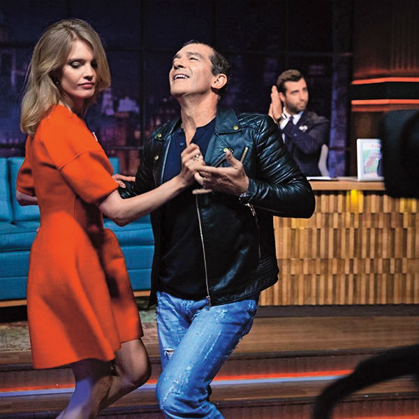 На программе «Вечерний Ургант» испанский мачо вновь пустился в пляс, но на этот раз с Натальей Водяновой