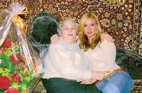 Анна Семенович с бабушкой
