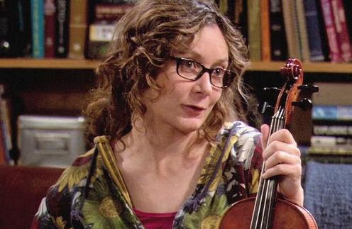В сериале «Теория большого взрыва» Сара Гилберт сыграла чудаковатую ученую Лесли Уинкл