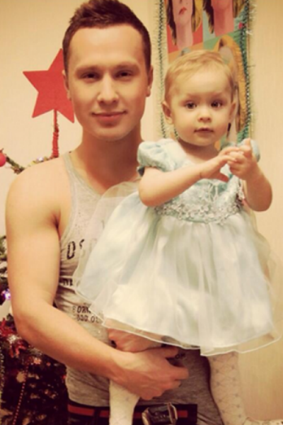 Маленькая Варя регулярно видится с отцом