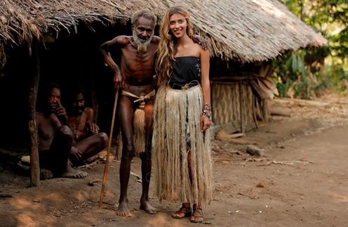 Регина Тодоренко с предствителем племени Луинео